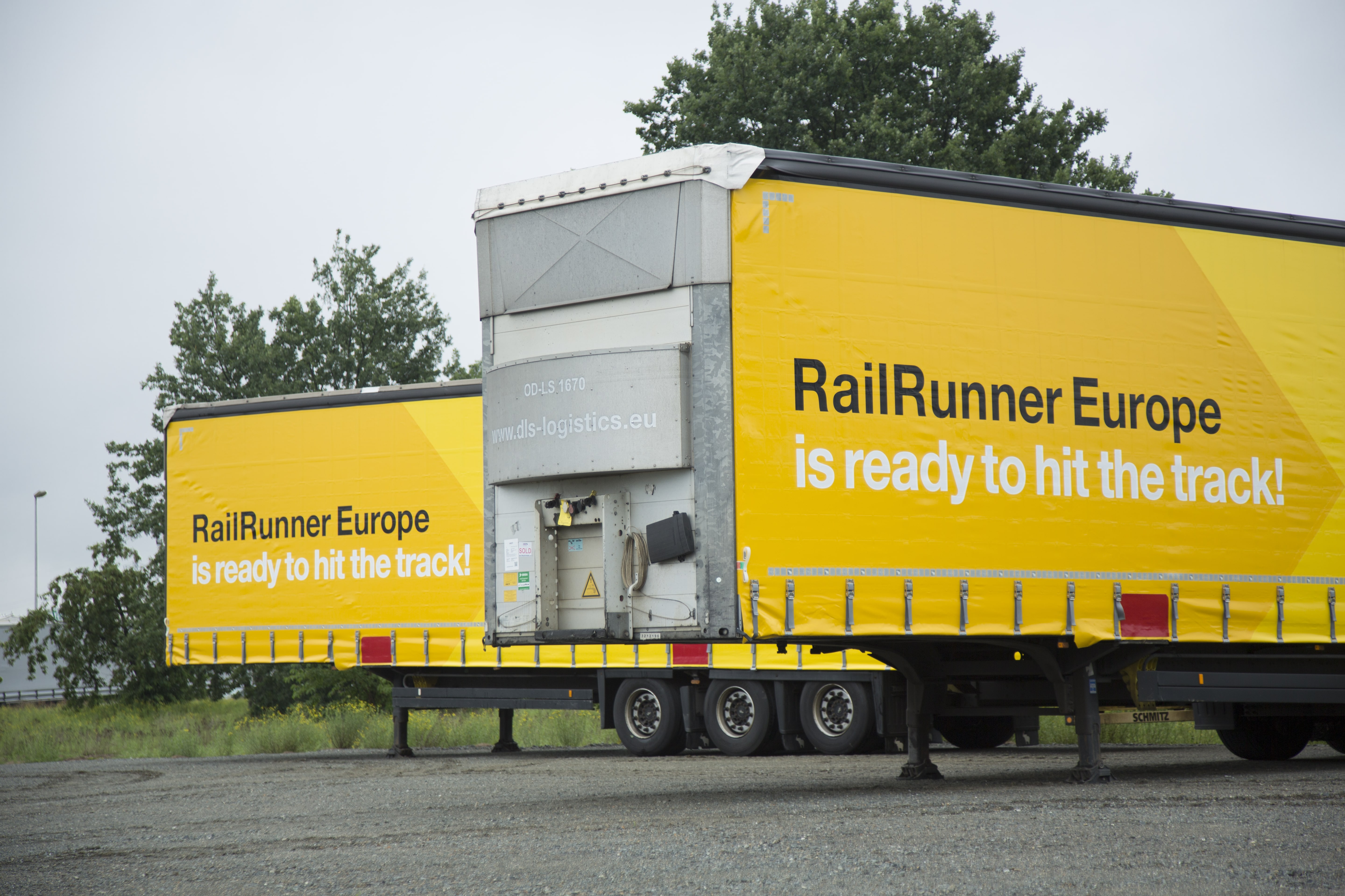 RailRunner Europe: 100 craneable trailers for combined transport
