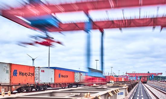 Mehr Bahnkapazität am Container Terminal Altenwerder