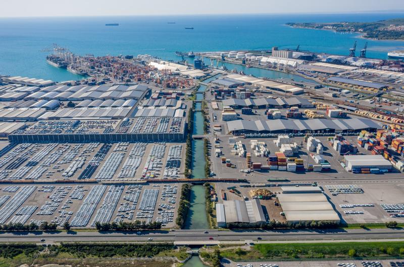 Hafen Koper: Fortsetzung der Zusammenarbeit mit Daimler