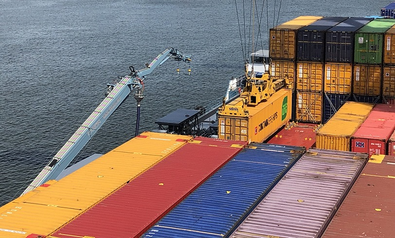 Erste simultane LNG-Bunkerung auf einem Containerschiff in Europa