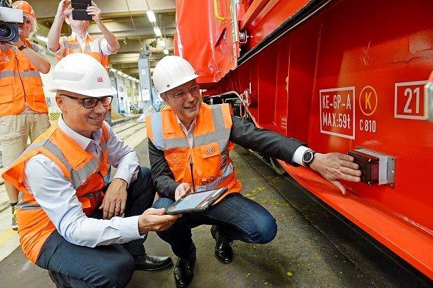 DB AG will mit intelligenten Güterwaggons die Schiene stärken