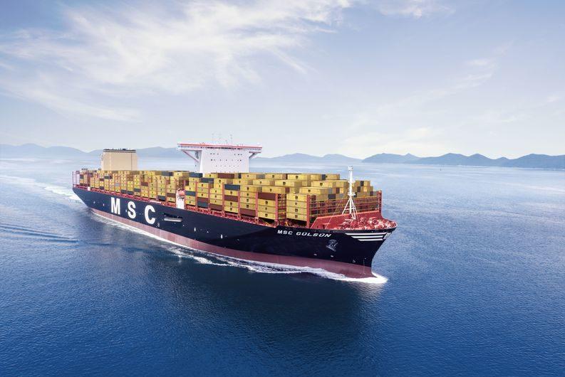 Erstanalauf des größten Containerschiffes der Welt in Bremerhaven