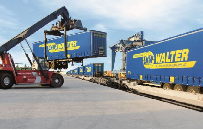 "LKW Walter practices ""Platooning on the rail"""
