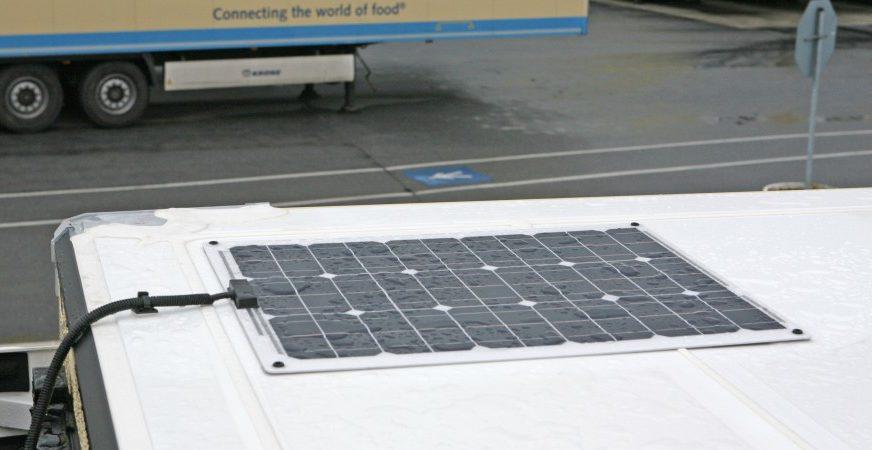 Nagel-Group testet Kühlauflieger mit Solarpanels
