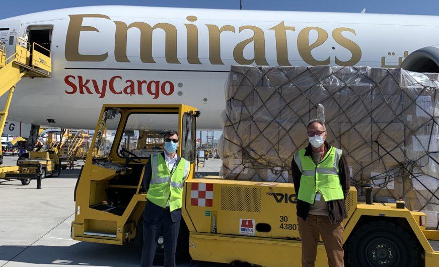 Emirates B777-Frachter fliegt im Auftrag von cargo-partner nach Wien