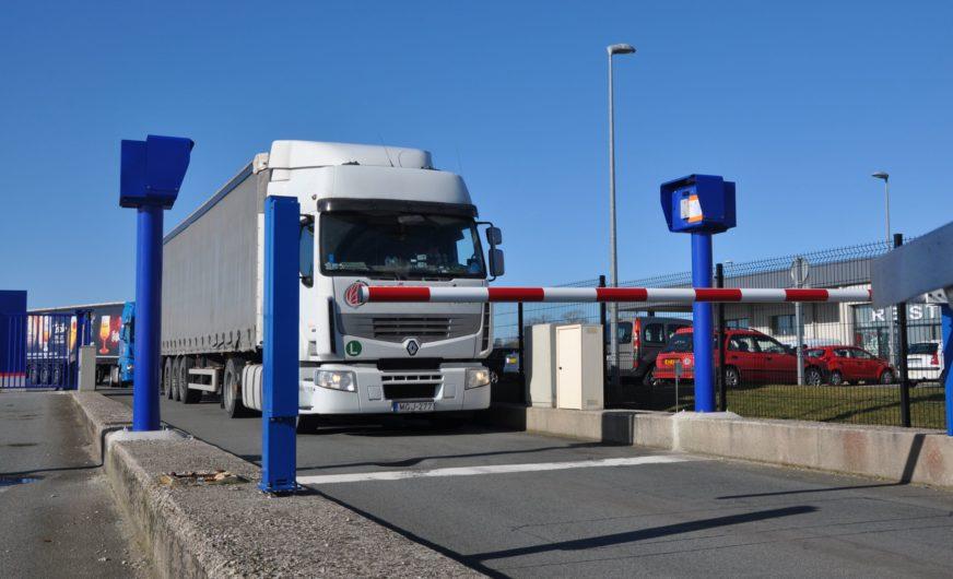 Sichere Lkw-Parkplätze für Speditionen in Calais