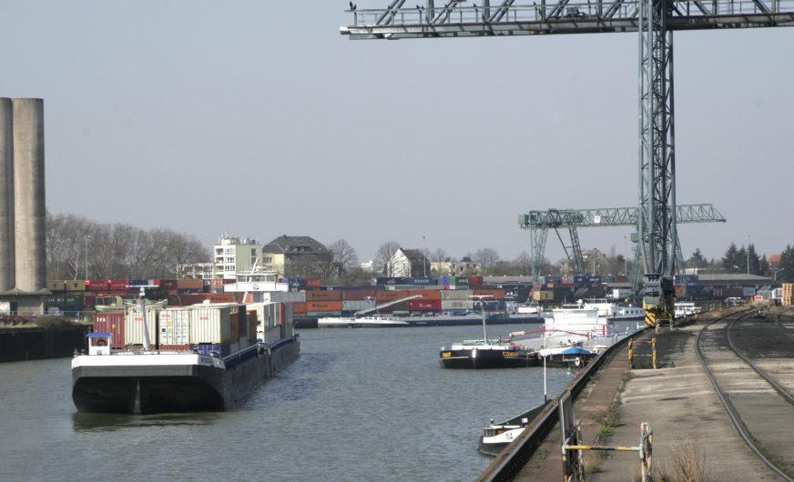 HGK Shipping bringt Sicherheit für die großen Industrien am Rhein