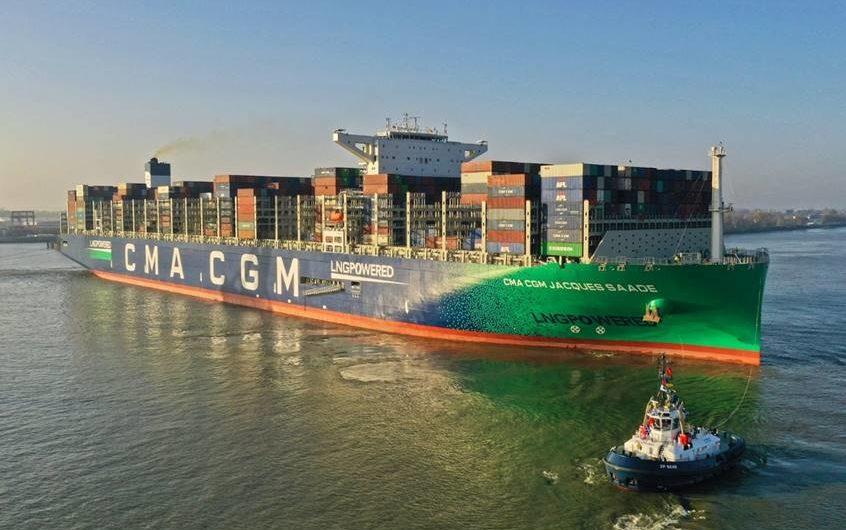 Weltgrößtes LNG-Containerschiff macht erstmals in Hamburg fest