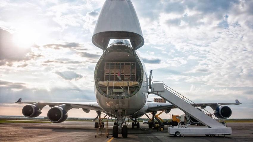Logistiker DSV bietet Fracht-Charterflüge nach Großbritannien