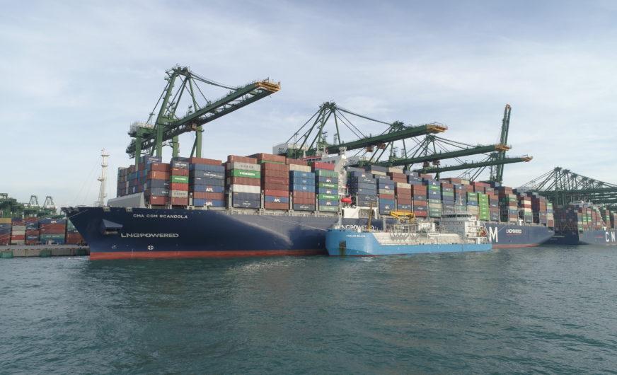 Erste LNG-Bunkerung von Schiff zu Containerschiff in Asien