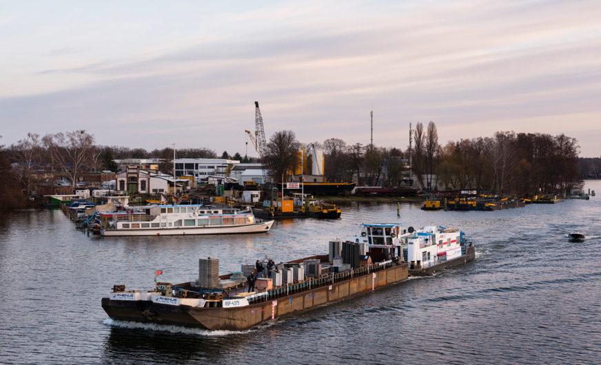 Schwimmende Stadt: Skulpturen nutzen deutsche Wasserwege
