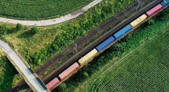 CO2-freie Bahnlogistik für alle Kunden der DB Cargo