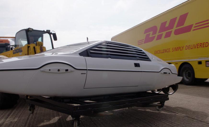 Klimaneutraler Transport von acht James Bond Fahrzeugen